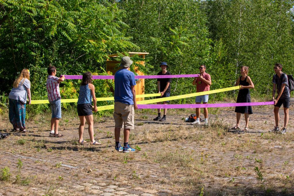 Eine abschließende sportliche Runde am letzten Tag des Camps mit Eltern und Freund/-innen